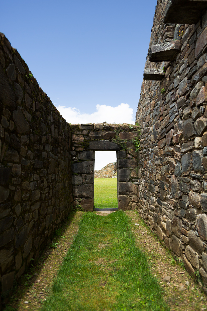 Image of the Inca gate from a house in Choquequirao